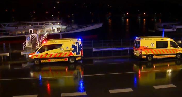 Poblíž parlamentu v Budapešti se převrátila loď s turistyHrozné zprávy z Budapešti: Poblíž parlamentu se převrátila loď s turisty, 7 lidí zemřelo, 19 pohřešovaných