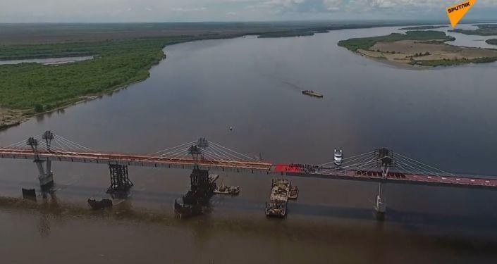 Naschvál Americe? Obě strany mostu mezi Ruskem a Čínou jsou spojeny