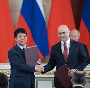 Podepsání smlouvy mezi Huawei a MTS