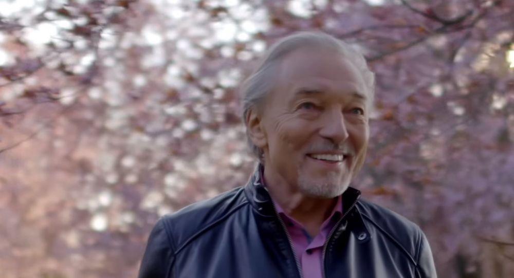 Karel Gott slaví 80 let. Hromada gratulací od fanoušků a dojemná píseň od Drobného. Foto, Video