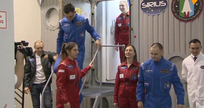 Video: Dobytí Měsíce člověkem je za dveřmi. V Moskvě skončil jedinečný mezinárodní experiment napodobující let na Měsíc