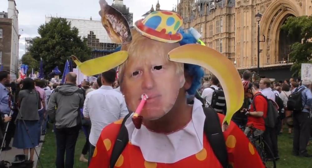 Video: Rozsáhlé protesty v Londýně po rozhodnutí  britského premiéra Johnsona pozastavit práci britského parlamentu