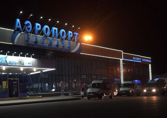 Co říkají pasažéři letu po tvrdém přistání v Barnaulu, během kterého bylo zraněno 56 cestujících?