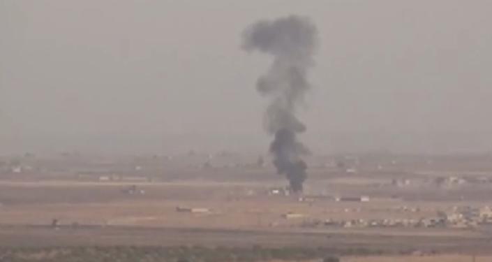 Video: Letecké útoky na turecko–syrskou hranici v rámci turecké vojenské operace Pramen míru
