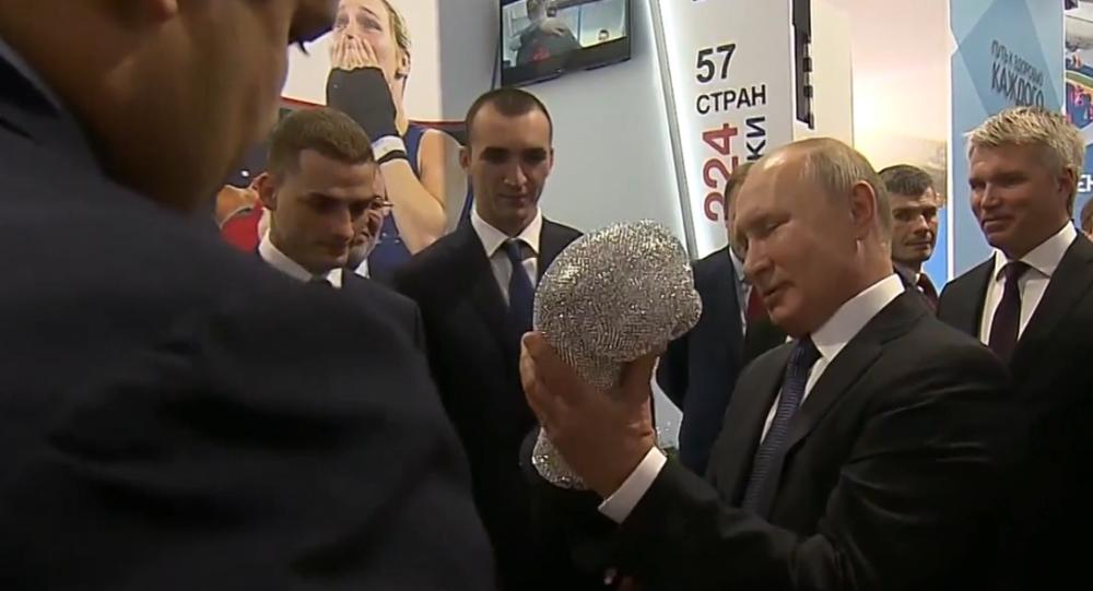 Video: Ruský prezident Vladimir Putin si vzpomněl, jak mu zlomili nos