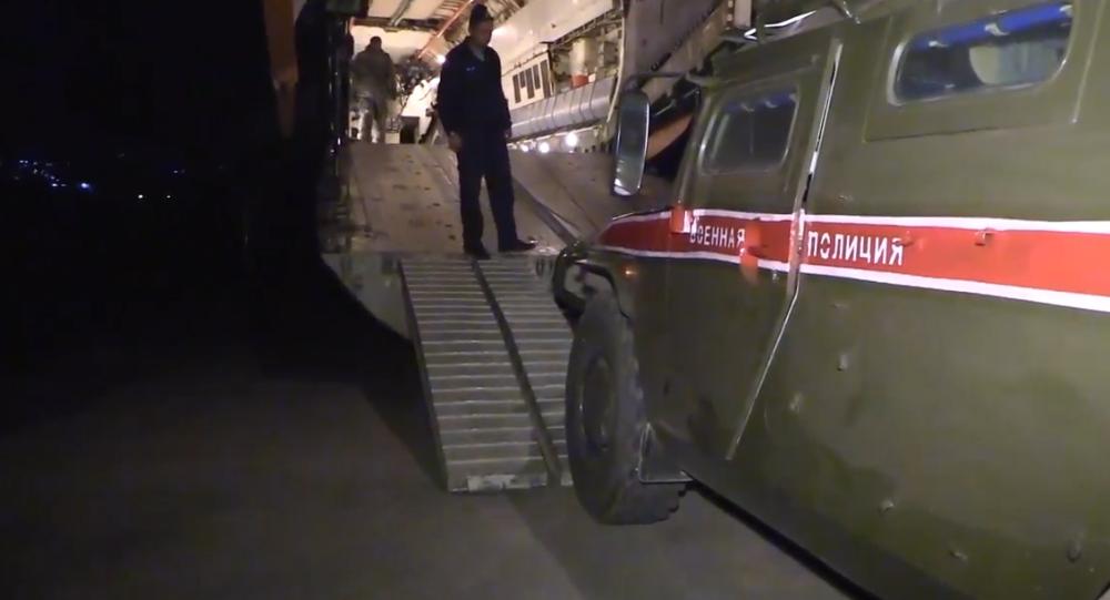 Desítky ruských obrněných vozidel Tigr a Tajfun na syrské letecké základně Hmímím