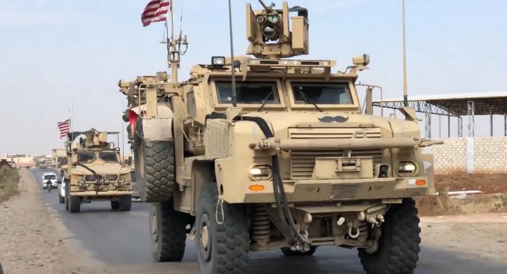 Video: Hlídači ropných ložisek. Americká obrněná vozidla jsou na stráži syrských ropných nalezišť