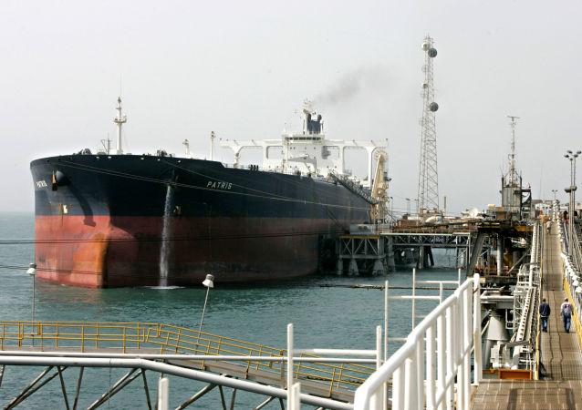 tanker se zkapalněným zemním plynem Patris