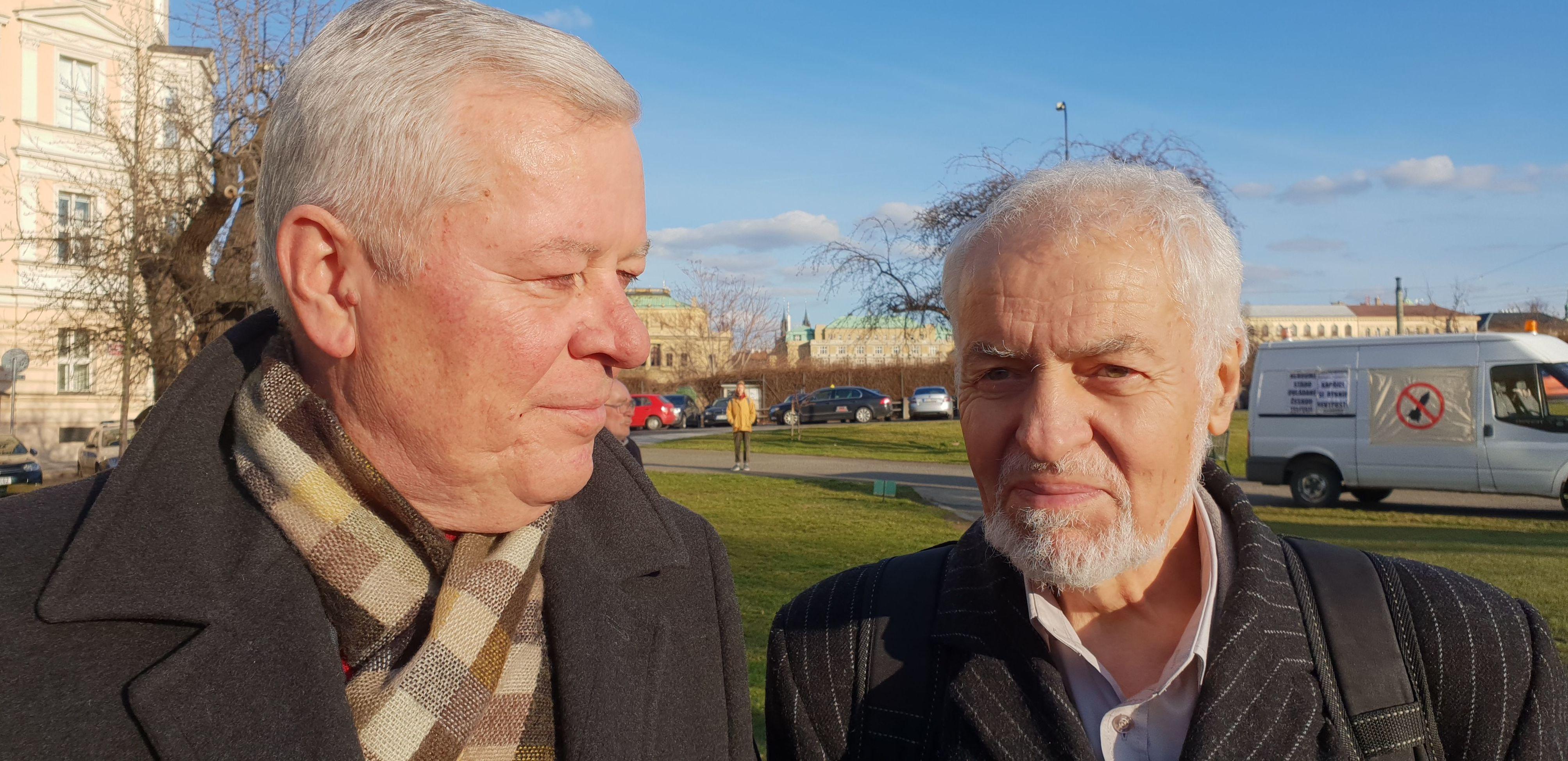 Josef Skála a Václav Exner na mitinku proti NATO
