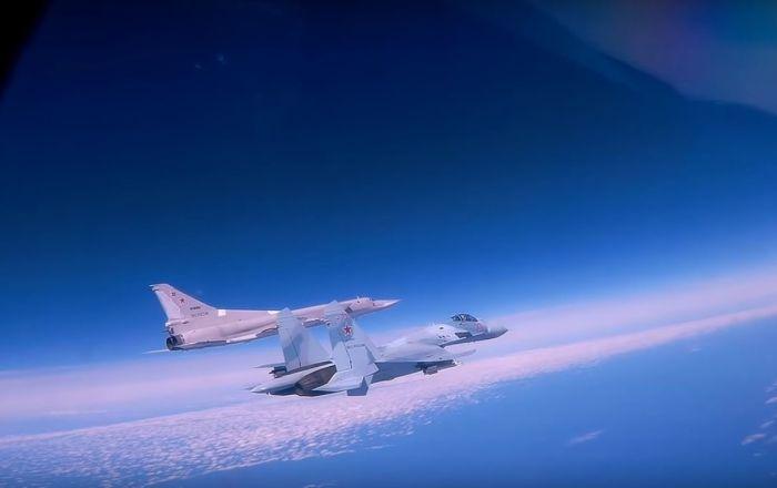 Podívejte se na fascinující let Tu-22M3 nad Černým mořem