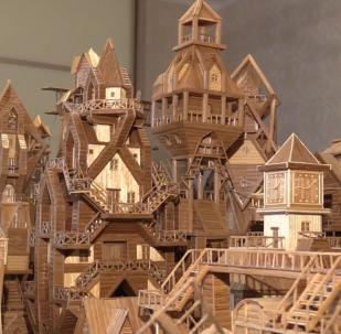 Šikovný Rus vytvořil z bambusového prostírání celé město