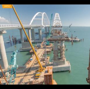 Objevilo se video právě dokončených oblouků železniční části Krymského mostu