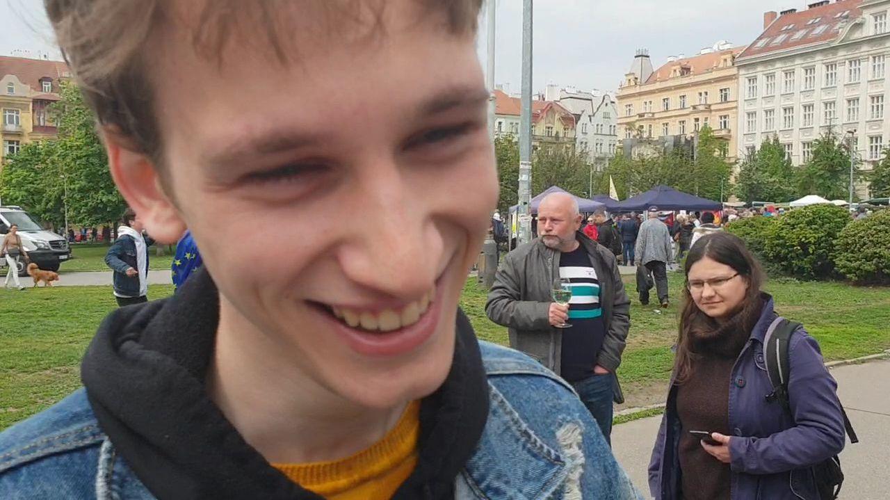 Takhle vypadá skopaný a posprejovaný mladík