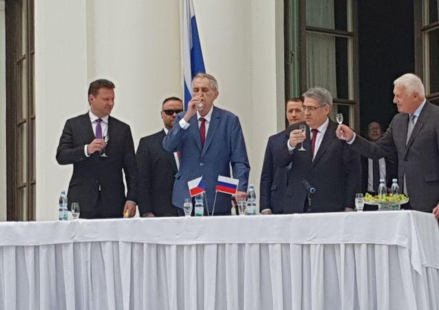 Prezident Miloš Zeman na ruském velvyslanectví (dne 9. 5. 2019)