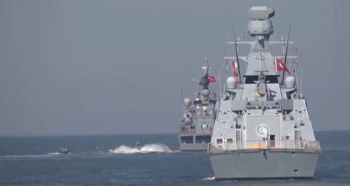 Turecko provádí nejrozsáhlejší námořní cvičení v historii země zároveň ve třech mořích (VIDEO)