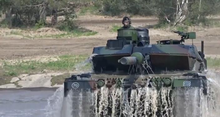 NATO Merkelové ukazuje své vojenské schopnosti. 8000 vojáků, bojové letouny, vrtulníky, tanky a obrněné vozy (VIDEO)