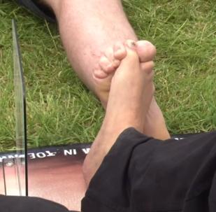 Souboj na palcích nohou aneb Jak dnešní muži měří své síly