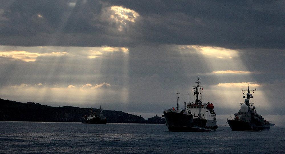 Tanker a raketový člun