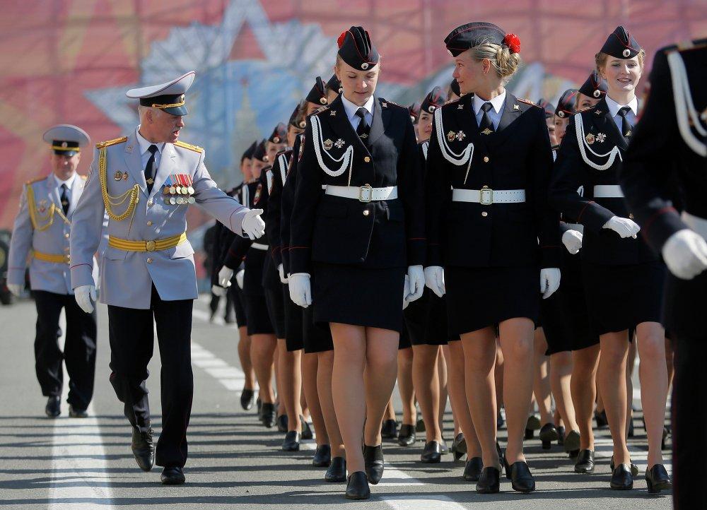 Rtěnka a samopaly Kalašnikov: ženy v Ozbrojených silách RF