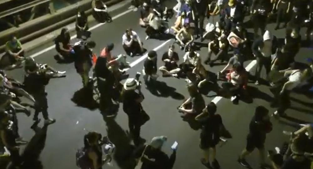 Video: Stovky protestujících pochodovaly v New Yorku a žádaly spravedlnost v případu Breonny Taylorové