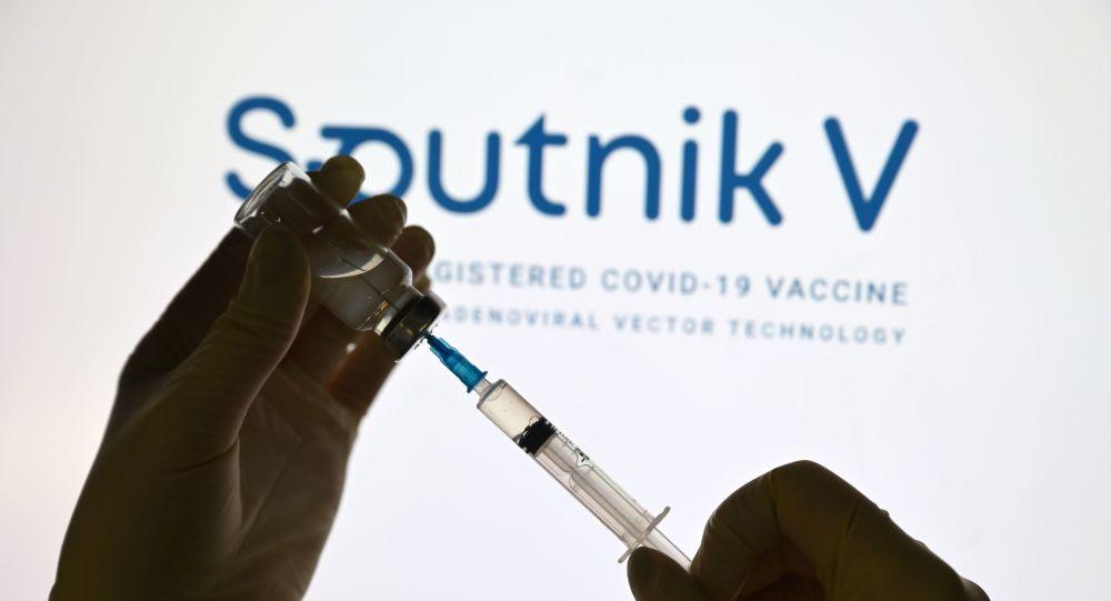 Boj o ruskou vakcínu na Slovensku: Čarnogurský připravil vzor dopisu ministrovi zdravotnictví