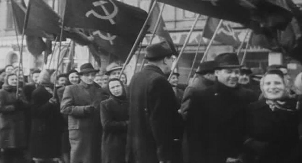 Skála k výročí Vítězného února: ČSR byla jedinou zemí, kde komunisté přišli k moci poklidně, stejně tak i odešli