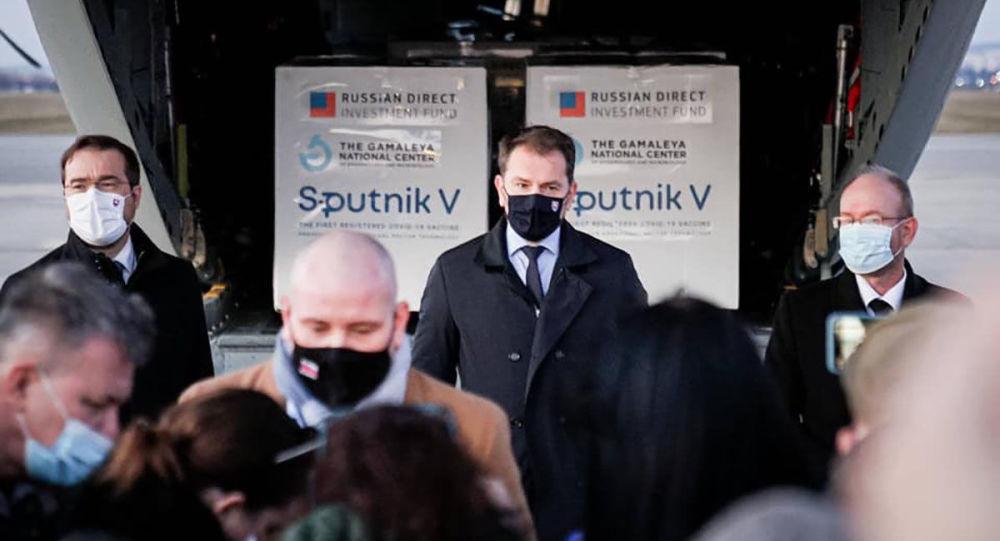 Vládna kríza na Slovensku a jej možné scenáre. Nákup ruskej vakcíny bol len spúšťačom. Názor
