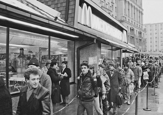 Otevření první restaurace McDonald's v Moskvě, rok 1990