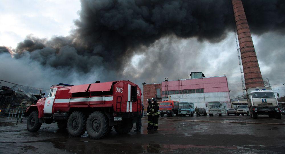 Likvidace následků požáru v obchodním centru Admirál v Kazani
