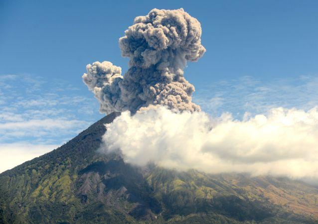 Erupce sopky Agung na Bali, Indonésie