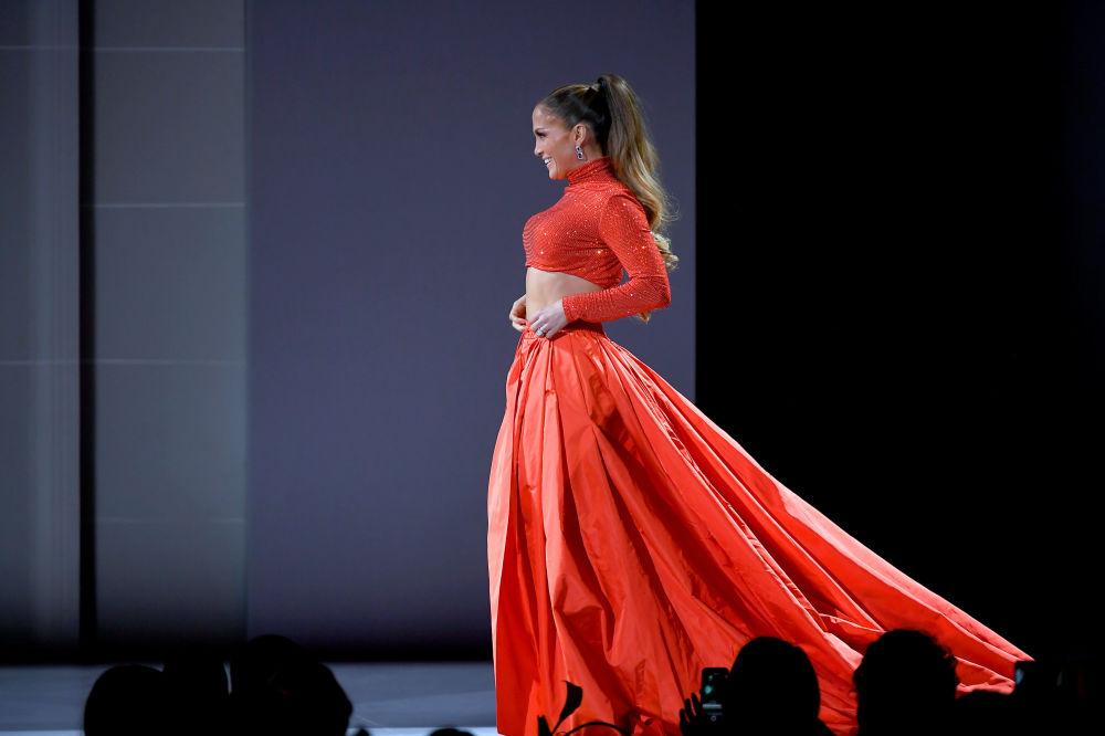 Zpěvačka a herečka Jennifer Lopez na slavnostním udělování módních cen CFDA Fashion Awards.