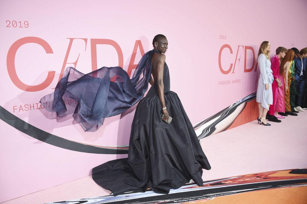 Modelka Alek Wek na slavnostním udělování módních cen CFDA Fashion Awards.