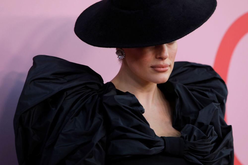 Modelka Ashley Grahamová na slavnostním udělování módních cen CFDA Fashion Awards.