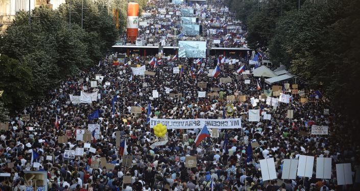 Demonstrace na Václavském náměstí v Praze. 4. června 2019