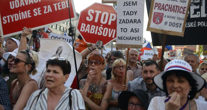 Protest proti premiérovi ČR Andreji Babišovi na Václvaském náměstí