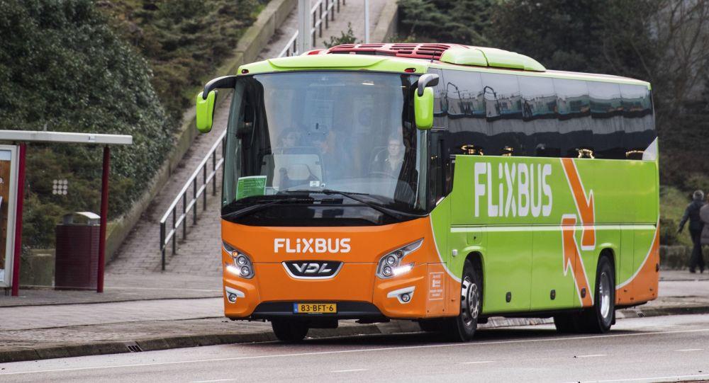 Autobus německého dopravce FlixBus.