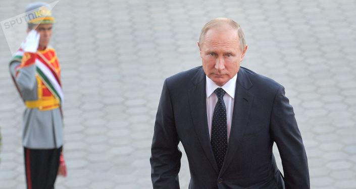 Vladimir Putin v Dušanbe
