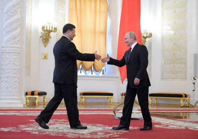Si Ťin-pching a Vladimir Putin v Kremlu