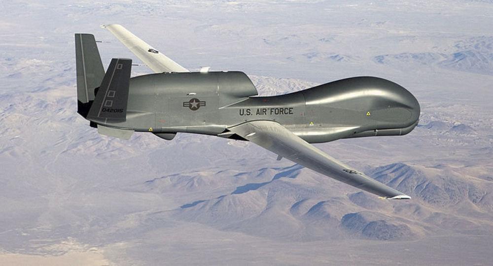 Americký průzkumný dron RQ-4 Global Hawk