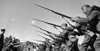 Výcvik vojáků před odjezdem na frontu. Moskva, srpen 1941.