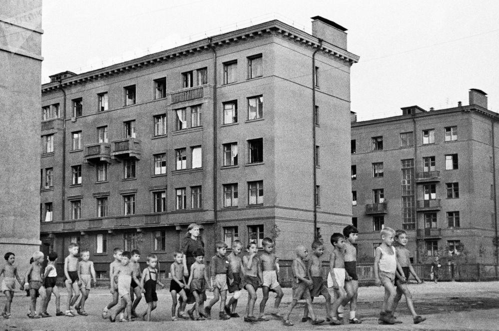 Děti na ulici v Moskvě, 23. června 1941.