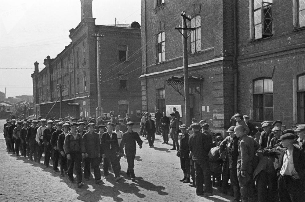Rekruti během mobilizace v Moskvě, 23. června 1941.