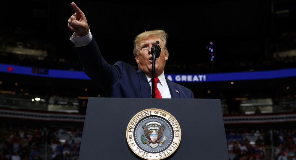 Americký prezident Donald Trump vystupuje před svými stoupenci v Orlandu (dne 18. června 2019).
