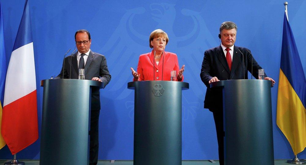 24. srpna se setkal prezident Ukrajiny Petro Porošenko v Berlíně s Angelou Merkelovou a Francoisem Hollandem