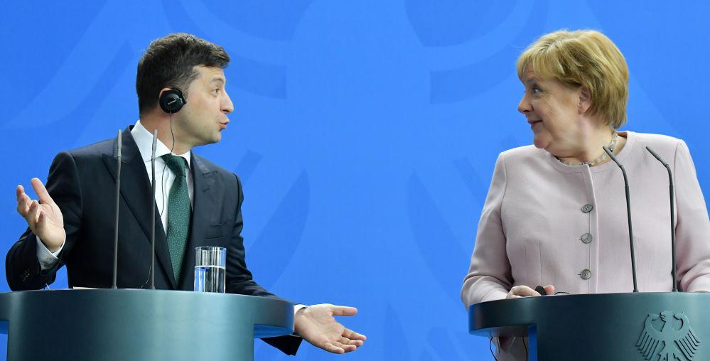 Ukrajinský prezident Volodymyr Zelenský a německá kancléřka Angela Merkelová.