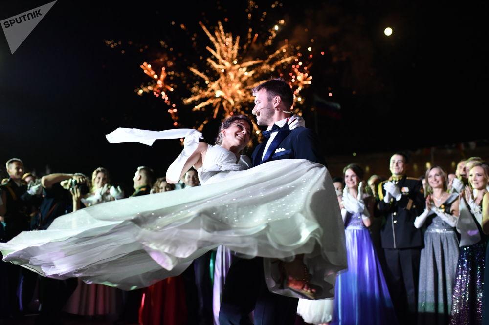 Účastníci plesu důstojníků v Sevastopolu.