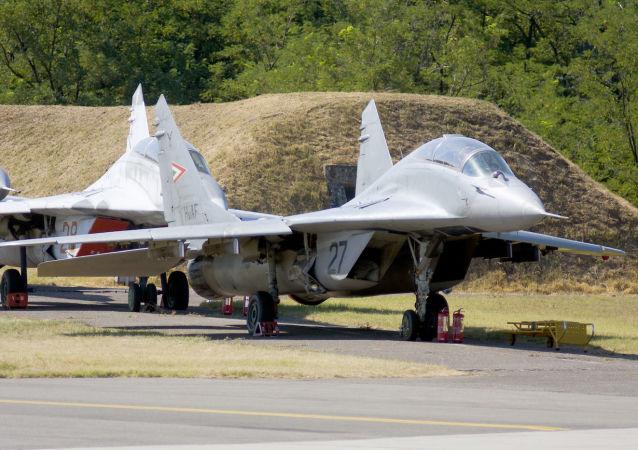 Stíhací letouny MiG-29 na maďarské základně Kecskemet. Ilustrační foto
