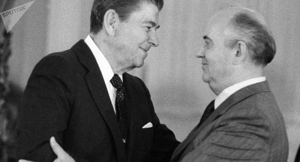 Ronald Reagan a Michail Gorbačev