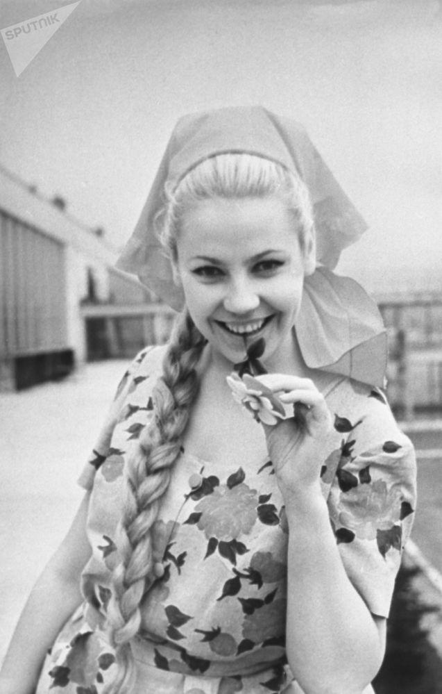 Reklama ženské kolekce jaro -léto 1966. Produkce rižské šicí fabriky Rigas Apgerbs.