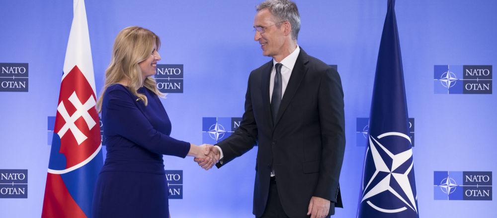 Slovenská prezidentka Zuzana Čaputová na setkání s generálním tajemníkem Severoatlantické aliance Jensem Stoltenbergem